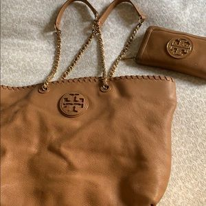 Timeless Tory Burch chain bag and wallet